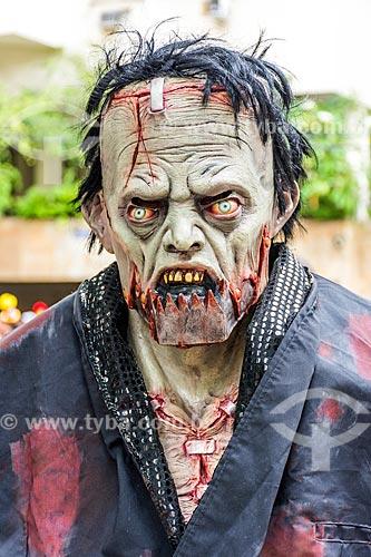Detalhe de folião fantasiado de Frankenstein durante o desfile do bloco de carnaval de rua Gigantes da Lira  - Rio de Janeiro - Rio de Janeiro (RJ) - Brasil