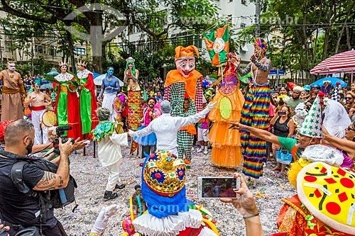 Foliões durante o desfile do bloco de carnaval de rua Gigantes da Lira  - Rio de Janeiro - Rio de Janeiro (RJ) - Brasil