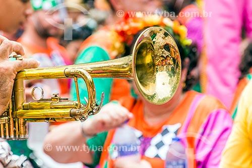 Detalhe de trompete durante o desfile do bloco de carnaval de rua Gigantes da Lira  - Rio de Janeiro - Rio de Janeiro (RJ) - Brasil