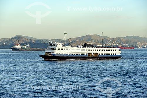 Barca que faz a travessia entre Rio de Janeiro e Niterói na Baía de Guanabara  - Rio de Janeiro - Rio de Janeiro (RJ) - Brasil