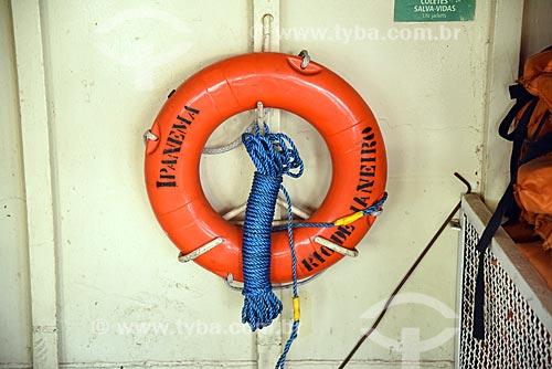 Detalhe de bóia salva-vida no interior de barca que faz a travessia entre Rio de Janeiro e a Ilha de Paquetá  - Rio de Janeiro - Rio de Janeiro (RJ) - Brasil