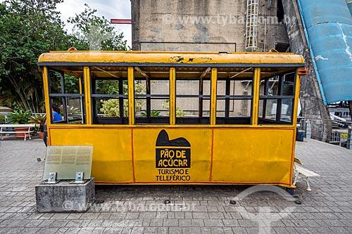 Detalhe do primeiro modelo do Bondinho do Pão de Açúcar (1912) em exibição na Praça do Bondinho na Estação do bondinho do Morro da Urca  - Rio de Janeiro - Rio de Janeiro (RJ) - Brasil