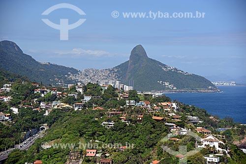 Foto aérea de casa na Joatinga com o Morro Dois Irmãos ao fundo  - Rio de Janeiro - Rio de Janeiro (RJ) - Brasil