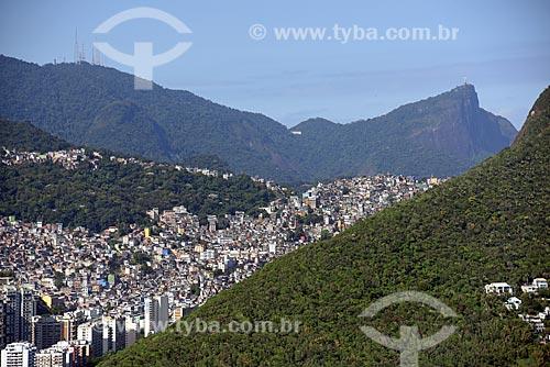 Foto aérea da Favela da Rocinha com o Morro do Sumaré - à esquerda - e o Cristo Redentor - à direita  - Rio de Janeiro - Rio de Janeiro (RJ) - Brasil