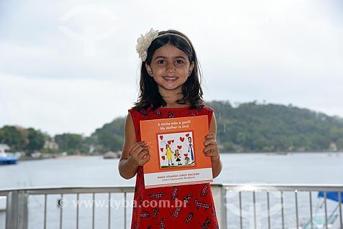 Maria Eduarda Lemos Macieira - de apenas 6 anos - durante o lançamento do seu primeiro livro A Minha Mãe é Gentil! na Festa Literária de Paquetá (FLIPA)  - Rio de Janeiro - Rio de Janeiro (RJ) - Brasil