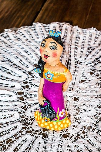 Detalhe de artesanato em cerâmica - boneca - no Ribeirão da Ilha  - Florianópolis - Santa Catarina (SC) - Brasil