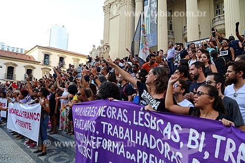 Cartazes durante manifestação pelo assassinato da Vereadora Marielle Franco na Assembleia Legislativa do Estado do Rio de Janeiro (ALERJ)  - Rio de Janeiro - Rio de Janeiro (RJ) - Brasil