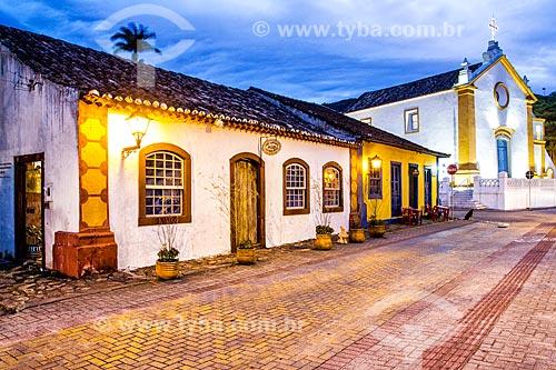 Fachada de casarios no centro histórico com a da Igreja da Nossa Senhora das Necessidades (1756) ao fundo  - Florianópolis - Santa Catarina (SC) - Brasil