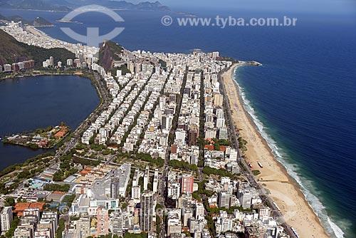 Foto aérea do bairro de Ipanema com o Morro do Cantagalo ao fundo  - Rio de Janeiro - Rio de Janeiro (RJ) - Brasil