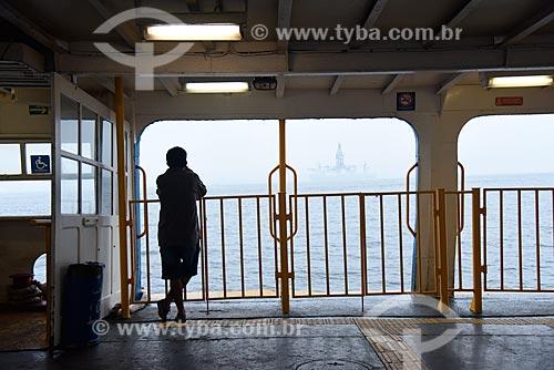 Silhueta de homem no interior de barca que faz a travessia entre Rio de Janeiro e a Ilha de Paquetá  - Rio de Janeiro - Rio de Janeiro (RJ) - Brasil