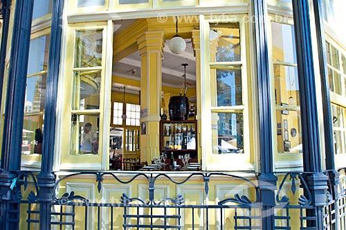 Detalhe de janela do Chalé da Praça XV de Novembro - atualmente restaurante  - Porto Alegre - Rio Grande do Sul (RS) - Brasil