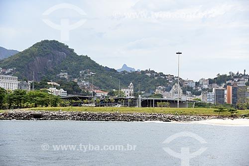 Vista da Igreja de Nossa Senhora da Glória do Outeiro (1739) durante o Rio Boulevard Tour - passeio turístico de barco na Baía de Guanabara - com o Cristo Redentor ao fundo  - Rio de Janeiro - Rio de Janeiro (RJ) - Brasil