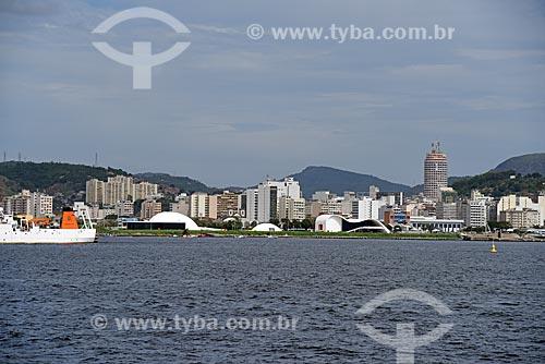 Vista da Caminho Niemeyer (1997) durante o Rio Boulevard Tour - passeio turístico de barco na Baía de Guanabara  - Niterói - Rio de Janeiro (RJ) - Brasil