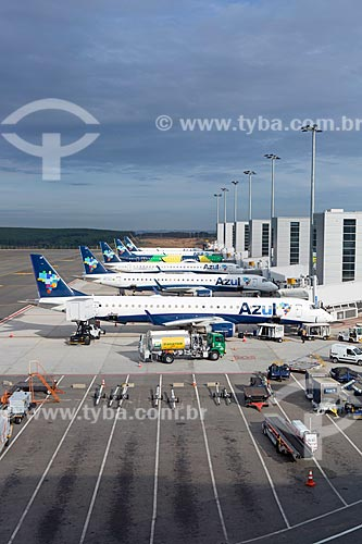Aviões da Azul Linhas Aéreas Brasileiras na pista do Aeroporto Internacional de Viracopos  - Campinas - São Paulo (SP) - Brasil