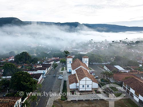 Foto feita com drone da Igreja Matriz de Nossa Senhora do Rosário (1761) durante neblina  - Pirenópolis - Goiás (GO) - Brasil