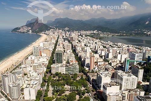 Foto feita com drone da Praça General Osório com o Morro Dois Irmãos e a Pedra da Gávea ao fundo  - Rio de Janeiro - Rio de Janeiro (RJ) - Brasil
