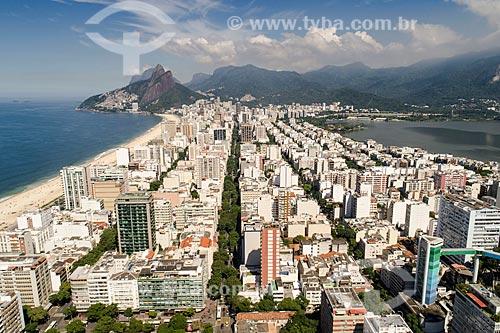 Foto feita com drone do bairro de Ipanema com o Morro Dois Irmãos e a Pedra da Gávea ao fundo  - Rio de Janeiro - Rio de Janeiro (RJ) - Brasil