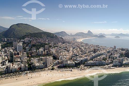 Foto feita com drone do bairro de Ipanema com a Praia de Copacabana e o Pão de Açúcar ao fundo  - Rio de Janeiro - Rio de Janeiro (RJ) - Brasil