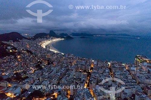 Foto feita com drone do bairro de Copacabana com o Pão de Açúcar ao fundo  - Rio de Janeiro - Rio de Janeiro (RJ) - Brasil