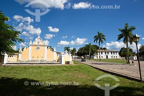 Chafariz de Calda (1778) na Praça Doutor Brasil Caiado - também conhecida como Praça do Chafariz - com o Museu das Bandeiras (1766) - antiga Cadeia e Câmara Municipal - ao fundo  - Goiás - Goiás (GO) - Brasil