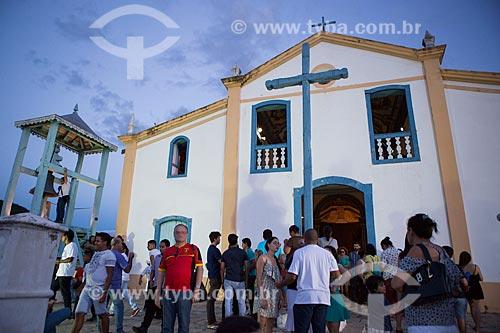 Pessoas na entrada da Igreja de São Francisco de Paula (1761)  - Goiás - Goiás (GO) - Brasil