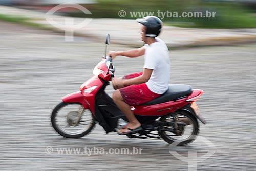 Detalhe de motociclista no centro histórico da cidade de Pirenópolis  - Pirenópolis - Goiás (GO) - Brasil
