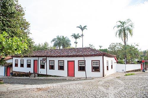 Fachada de casario na cidade de Pirenópolis - hoje abriga o Instituto do Patrimônio Histórico e Artístico Nacional (IPHAN)  - Pirenópolis - Goiás (GO) - Brasil