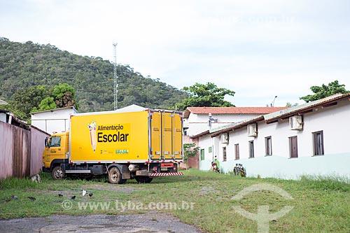 Caminhão baú do Programa Nacional de Alimentação Escolar (PNAE) do Fundo Nacional de Desenvolvimento da Educação (FNDE) na Escola Municipal Luciano Peixoto  - Pirenópolis - Goiás (GO) - Brasil