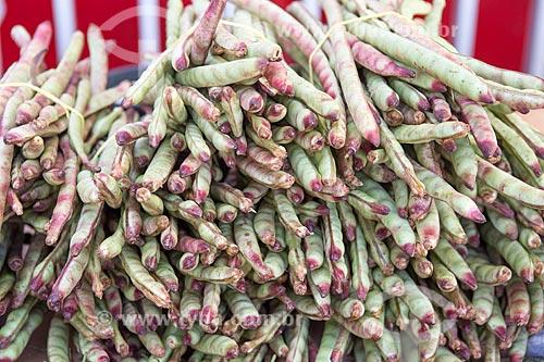 Detalhe de feijão de corda à venda em feira livre  - Goiânia - Goiás (GO) - Brasil