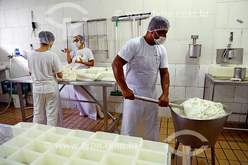 Fabricação de burrata na Laticínios Cabana da Ponte  - Itororó - Bahia (BA) - Brasil