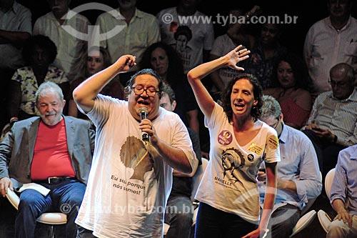 Tarcísio Motta e Mônica Benício - companheira de Marielle Franco durante ato em defesa da democracia com o ex-presidente Luiz Inácio Lula da Silva no Circo Voador  - Rio de Janeiro - Rio de Janeiro (RJ) - Brasil