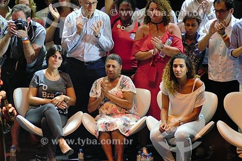 Manuela dÁvila, Marinete da Silva e Anielle Silva - mãe e irmã de Marielle Franco - durante ato em defesa da democracia com o ex-presidente Luiz Inácio Lula da Silva no Circo Voador  - Rio de Janeiro - Rio de Janeiro (RJ) - Brasil
