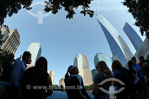 Turistas no Memorial e Museu Nacional do 11 de Setembro (Marco Zero do World Trade Center)  - Cidade de Nova Iorque - Nova Iorque - Estados Unidos