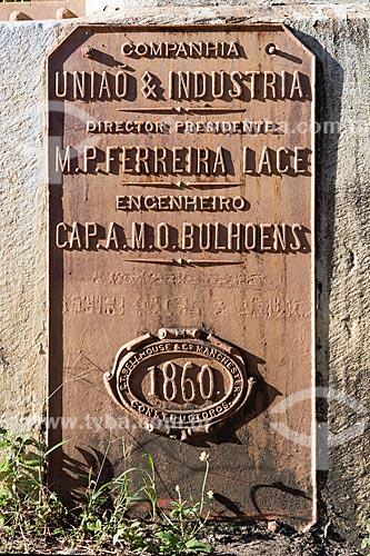 Detalhe de placa na Ponte de Ferro Alberto Torres (1860) - encomendada pela União Indústria à companhia inglesa E. T. Bellhouse & Co Manchester  - Areal - Rio de Janeiro (RJ) - Brasil