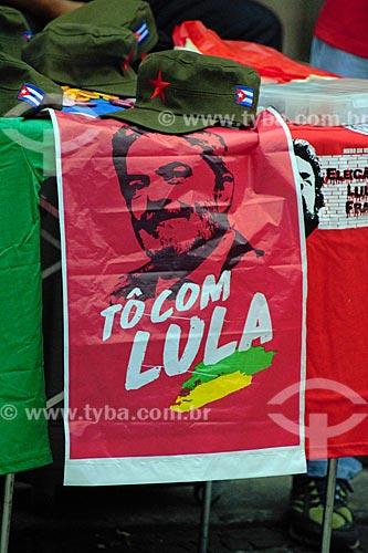 Detalhe de bandeira em apoio ao ex-Luiz Inácio Lula da Silva na Cinelândia  - Rio de Janeiro - Rio de Janeiro (RJ) - Brasil