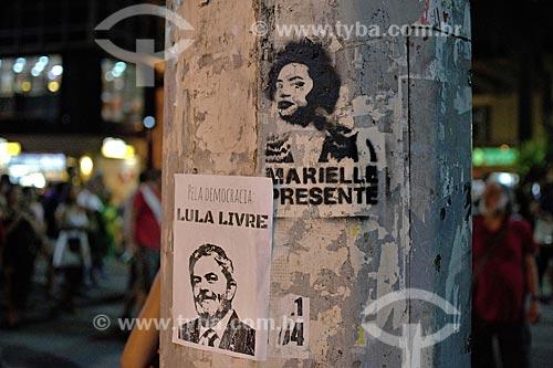 Adesivo e grafite contra a prisão do ex-Luiz Inácio Lula da Silva na Cinelândia  - Rio de Janeiro - Rio de Janeiro (RJ) - Brasil