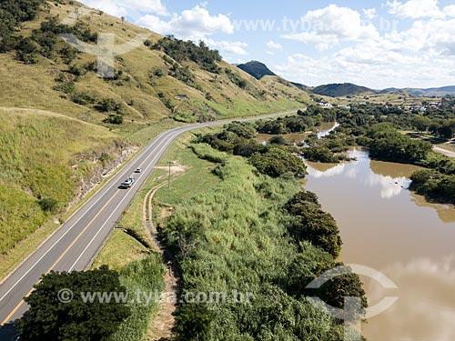 Foto feita com drone do Rio Paraíba do Sul no Km 170 da Rodovia BR-393 à esquerda  - Três Rios - Rio de Janeiro (RJ) - Brasil