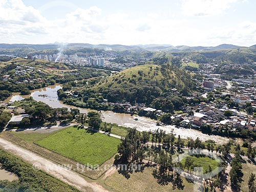 Foto feita com drone do Aeródromo de Três Rios na Ilha do Sola - Rio Paraíba do Sul - com a cidade de Três Rios ao fundo  - Três Rios - Rio de Janeiro (RJ) - Brasil