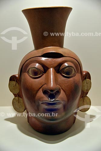 Detalhe de vaso Retrato Mochica - Períodos Auge - 1 d.C. - 800 d.C. - em exibição no Museo Arqueológico Rafael Larco Herrera (Museu Arqueológico Rafael Larco Herrera)  - Lima - Província de Lima - Peru