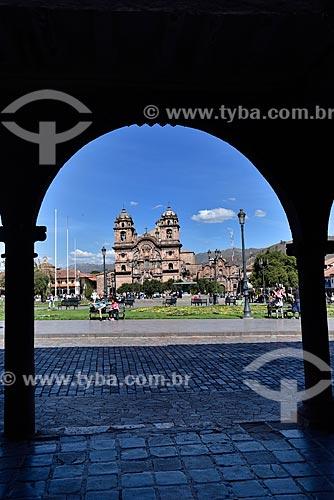 Vista da Plaza de Armas del Cuzco (Praça das Armas de Cusco) com a Iglesia de la Compañía de Jesús (Igreja da Companhia de Jesus) ao fundo  - Cusco - Departamento de Cusco - Peru