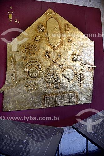 Painel de ouro reproduzindo desenhos de cultos de Qorikancha na época da Civilização Inca em exibição no Iglesia y Convento de Santo Domingo (Igreja e Convento de Santo Domingo) - 1534  - Cusco - Departamento de Cusco - Peru