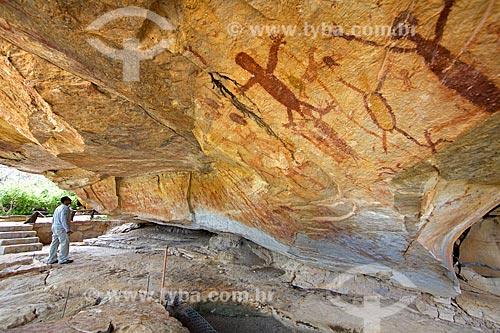 Detalhe de pintura rupestre - figuras de pessoas - no Sítio Arqueológico Toca da Extrema II no Parque Nacional Serra da Capivara  - Coronel José Dias - Piauí (PI) - Brasil
