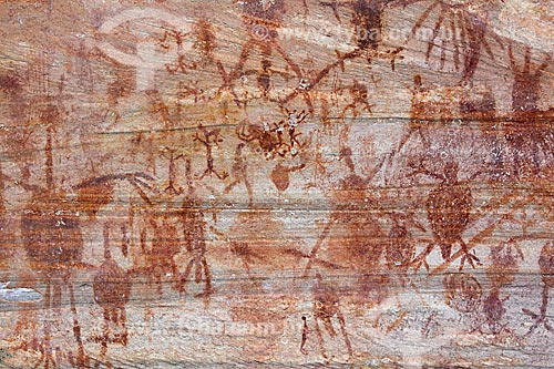 Detalhe de pintura rupestre - figuras caçando - no Sítio Arqueológico Toca do João Arsena no Parque Nacional Serra da Capivara  - São Raimundo Nonato - Piauí (PI) - Brasil