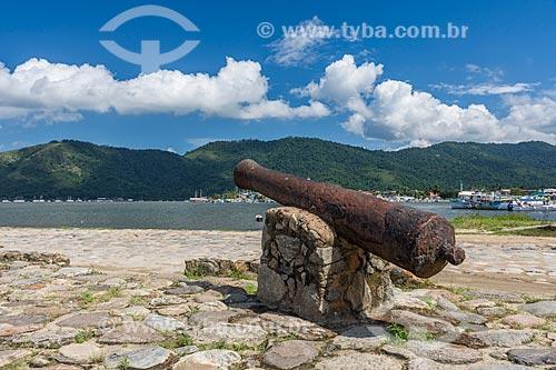 Antigo canhão às margens da Baía de Paraty  - Paraty - Rio de Janeiro (RJ) - Brasil