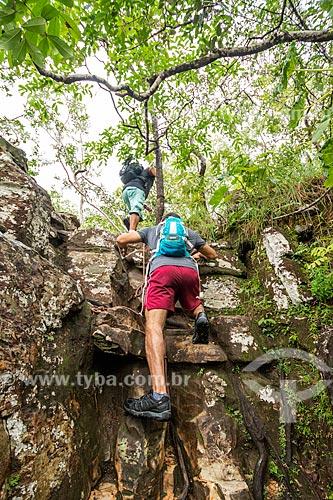 Escalada em rocha na trilha do Parque Nacional da Chapada dos Veadeiros  - Alto Paraíso de Goiás - Goiás (GO) - Brasil