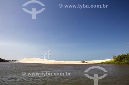 Vista do Rio Paranaíba com o Parque Eólico Pedra do Sal no Delta do Parnaíba ao fundo  - Ilha Grande - Piauí (PI) - Brasil