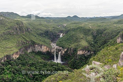 Vista geral da Cachoeira do Salto (80m e 120m) no Parque Nacional da Chapada dos Veadeiros  - Alto Paraíso de Goiás - Goiás (GO) - Brasil