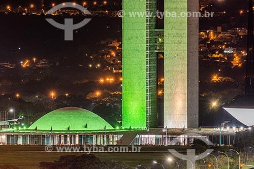 Vista da fachada do Congresso Nacional com com iluminação especial - verde e amarelo  - Brasília - Distrito Federal (DF) - Brasil