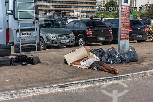 Morador de rua no centro de Brasília  - Brasília - Distrito Federal (DF) - Brasil