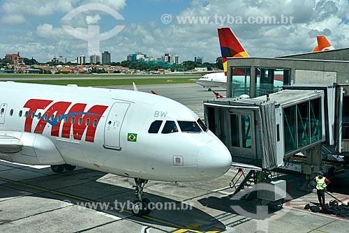 Detalhe de avião da TAM Linhas Aéreas no Aeroporto Internacional Salgado Filho  - Porto Alegre - Rio Grande do Sul (RS) - Brasil